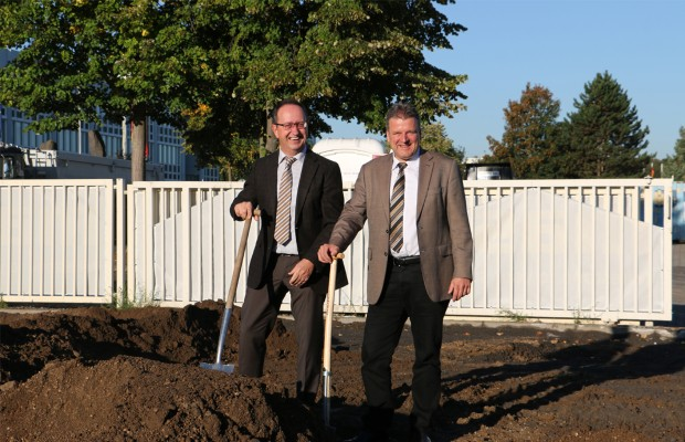 Udo Klaussner (l.) and Frank Reschke during the ground-breaking ceremony.