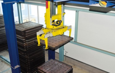 Fully automatic production pallet buffer